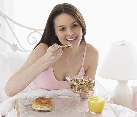 孕妇吃猪肚鸡应当注意哪些 营养师分享孕妇猪肚鸡正确吃法